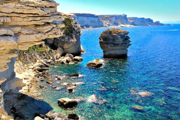 Venez découvrir les paysages de Bonifacio en Corse avec voyage-plongee.com